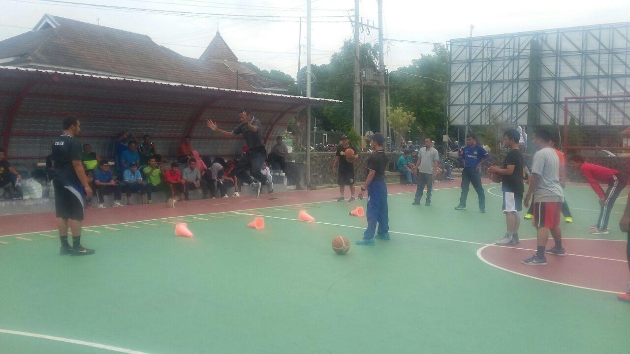 Pemateri Penataran Pelatih Bolabasket Tingkat Dasar